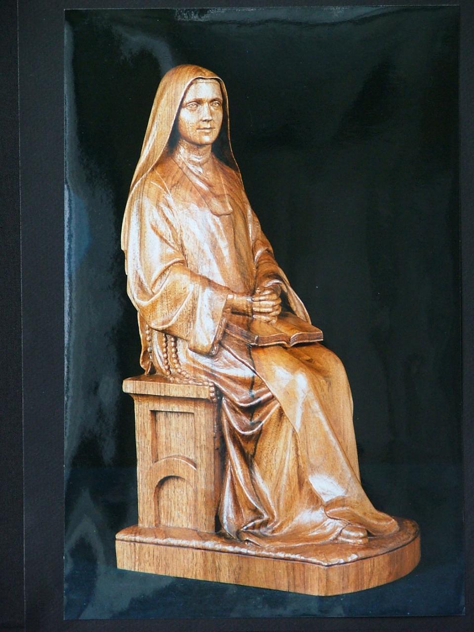 Galerie sculptures bois figuratives - Ste Thérèse assise