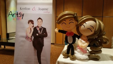 Balloon couple on reception table (3)