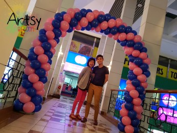 pink and blue balloon arch for SA Tours