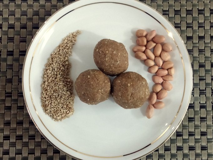 Til_Laddu from the post - Ultimate guide to Sankranti Customs, Crafts & Recipe Ideas - Makar Sankranti is the Harvest festival of the Hindus. Read about the significance of Makar Sankranti, the traditions and rituals of this festival - Bornahan, Lohri. Find out why it is celebrated? the traditional recipes - Til Gul, Pongal, Kite festival, Kite crafts to keep kids involved and informed in a fun way.
