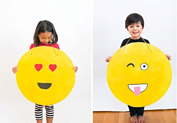10-diy-emoji-costume-cardboard - Try these 21+ Last minute Halloween costume ideas that are both creative and easy and you can pull off in less than one hour. Minions, bandits, dolls and more