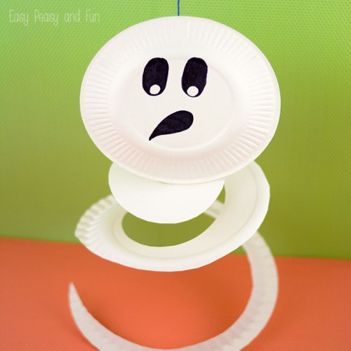 Make Halloween extra spooky this year with these 20 fun and frugal paper plate crafts that are perfect for kids of all ages!