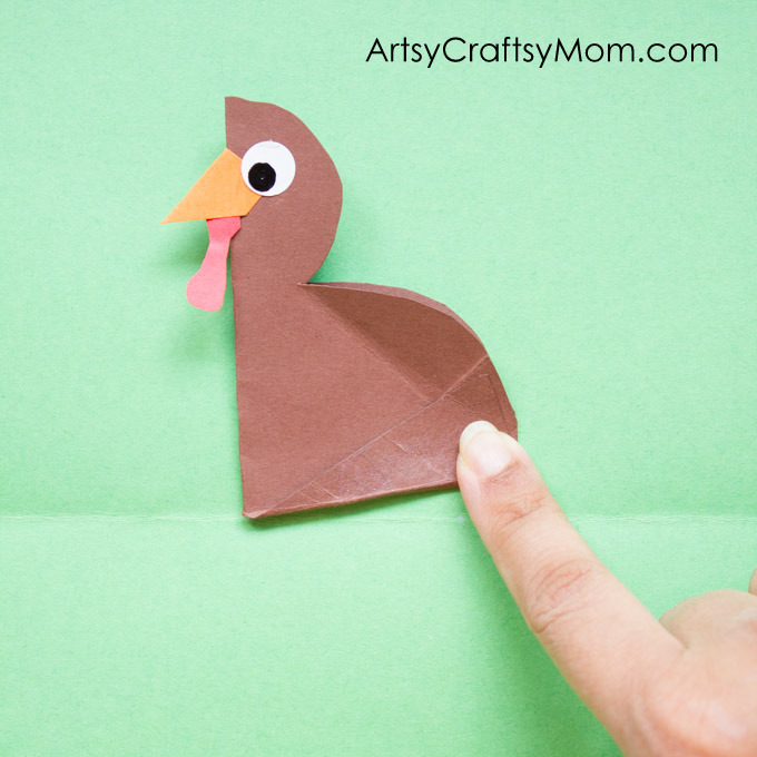 DIY Thanksgiving Turkey Popup Card - Here's a craft that pops right up to wish kids a Happy Thanksgiving Day! Easy Accordion fold turkey craft for kids.