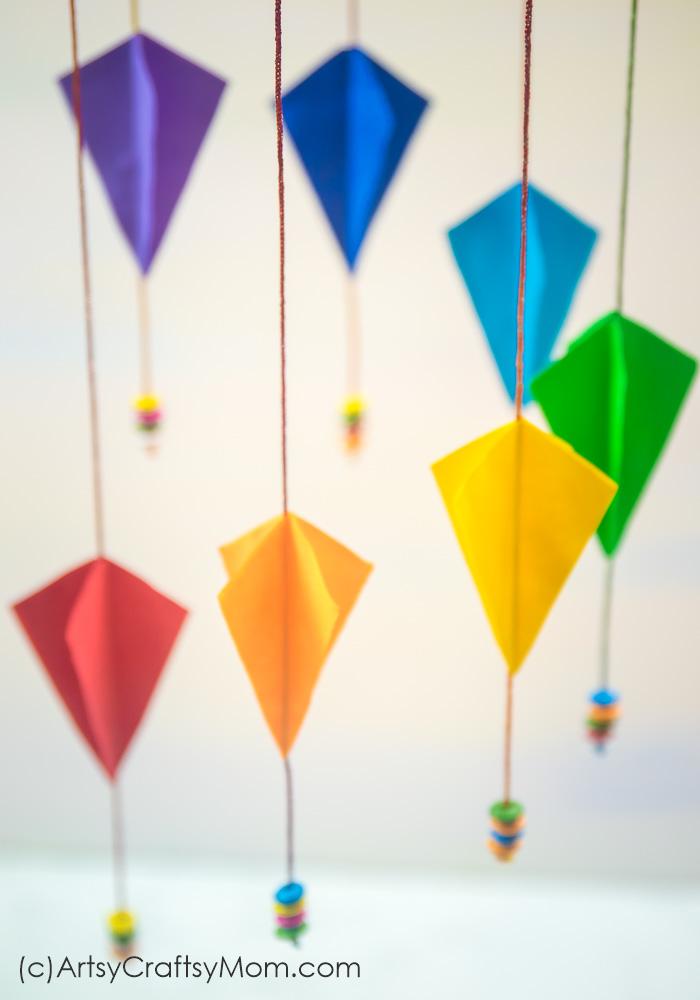Easy step by step instructions on how to make this Sankranti Craft for Kids- DIY Paper Kite Mobile. Easy kite crafts for kids, perfect for Sankranti and Kite Day. #Kitecraft #sankranti #Nurserydecor #paperkite #kidscraft #artsycraftsymom