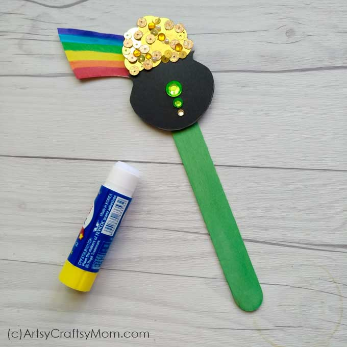 End your search for that elusive treasure at the end of the rainbow - with this Pot of Gold Popsicle Stick Craft that's perfect for St Patrick's Day!