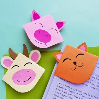 These adorable DIY Farm Animal Corner Bookmarks are just what you need to mark your place in your favorite book! Perfect spring craft for school kids!