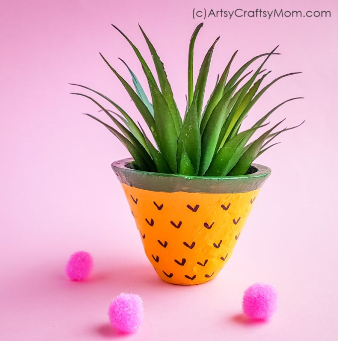 This DIY Pineapple Planter Art is just too adorable for words! Perfect to brighten up your room while and bring some life to it. Also makes a great gift!