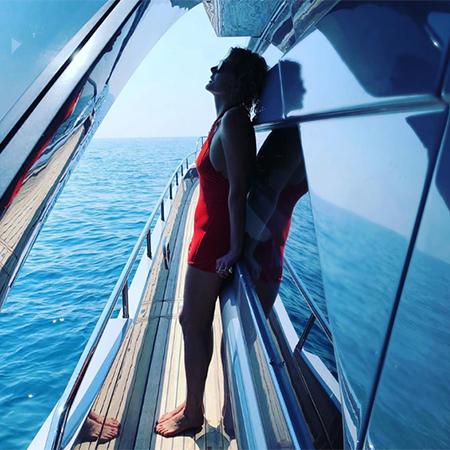 Фото в купальнике и шампанское на яхте: Рената Литвинова и ...