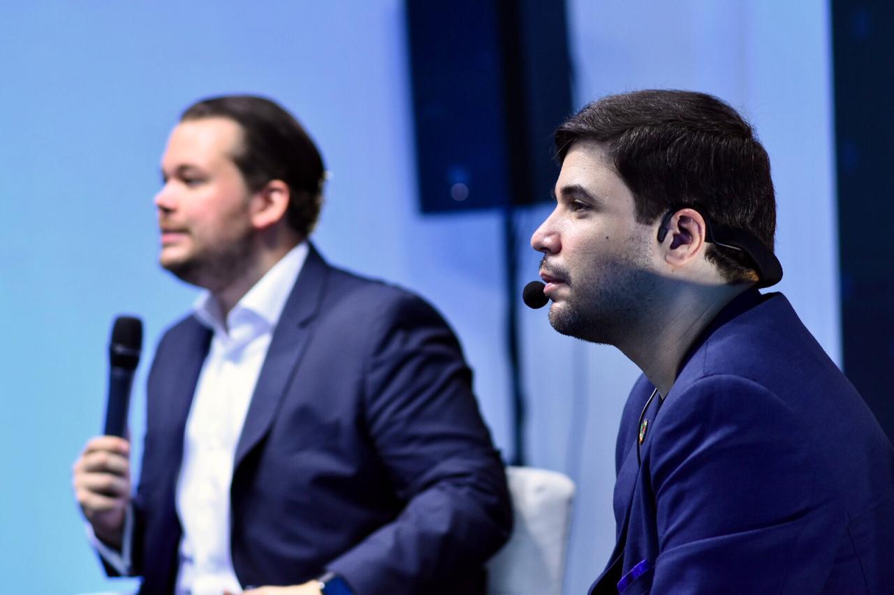 Arturo López Valerio ha contribuído a la redacción de una propuesta de ley de economía digital, que forma parte de la propuesta legislativa del candidato Orlando Jorge Villegas.