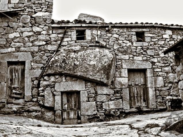 Piedra y casa en Fermoselle