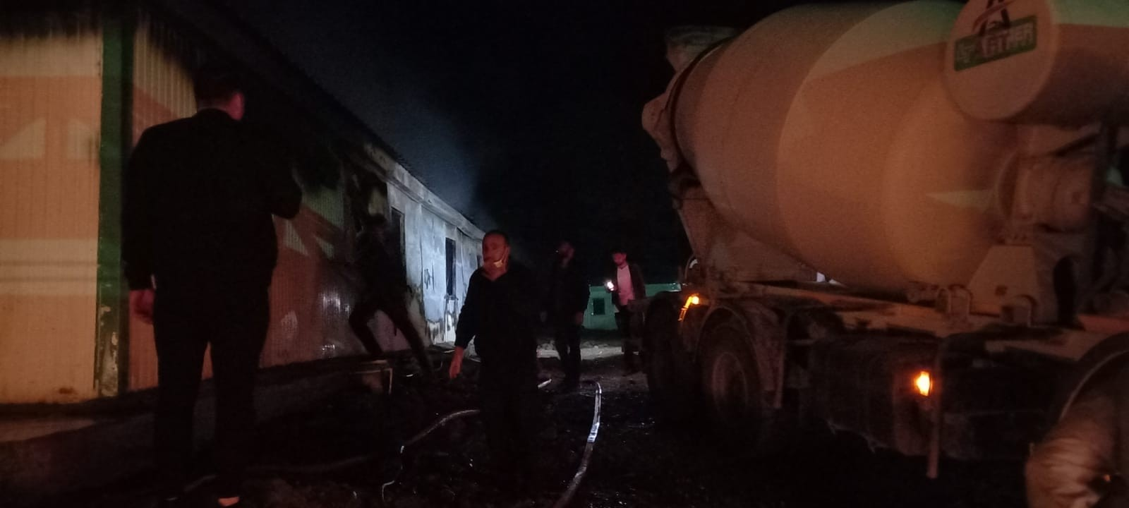 Artvin'de yol inşaatında çalışan işçilerin kaldığı konteynerde yangın çıktı