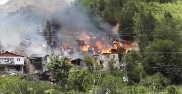 """Artvin Valisi Yılmaz Doruk: """"Yayla olmasından dolayı yangına müdahalede zorluk var"""""""