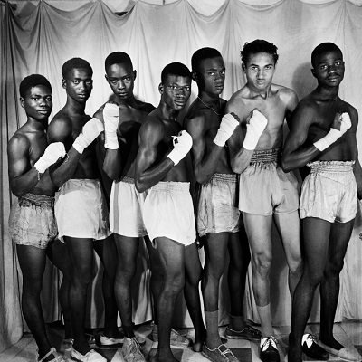 Roger DaSilva, Boxing club, Dakar (c. 1952). Roger daSilva © 2018 The Josef and Anni Albers Foundation, Courtesy Xaritufoto and Le Korsa/Hyperallergic