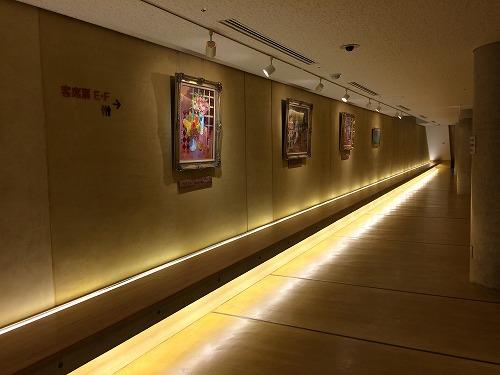 地下のホール脇の展示