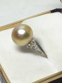 18k-white-gold-south-seas-pearl-and-diamond-set-ring-2