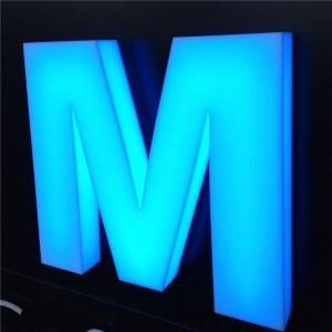 Объемные буквы с голубой подсветкой