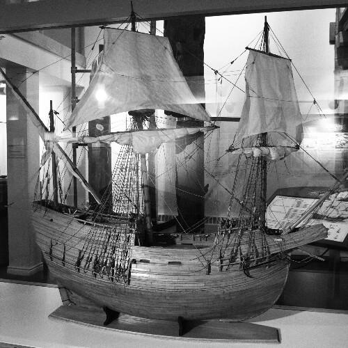 San Juan galeoiaren maketa, Red Bayko museoan.