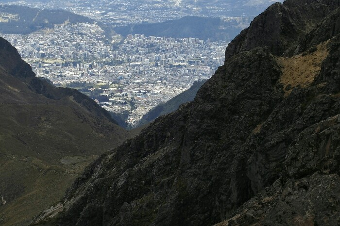 Quitoko hiria, Rucu Pichincharen magaletik. Quito.