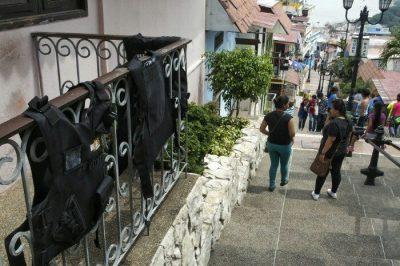 Balen aurkakoak eguzkitan, Cerro de Santa Ana-n. Guayaquil.