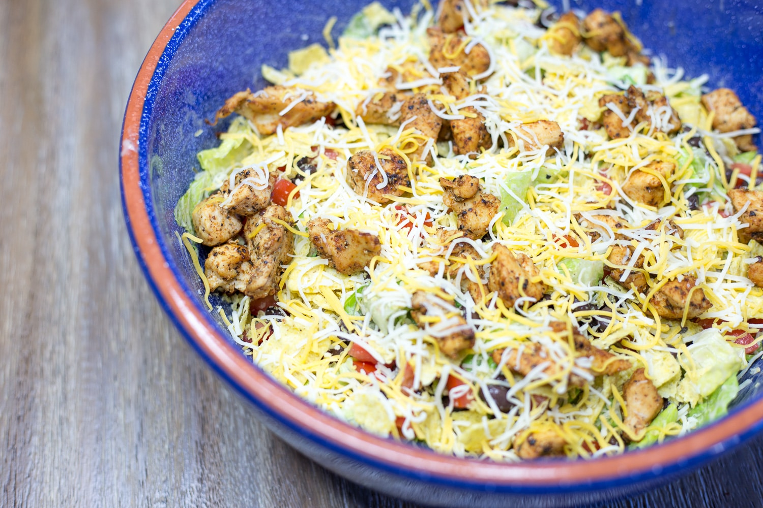 Super simple super tasty taco salad! You don't even have to cook to enjoy this scrumptious meal! |artzyfoodie.com|