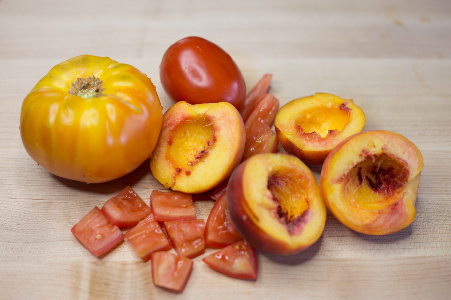 Tomato and peach salad is like summer in a bowl!  artzyfoodie.com 