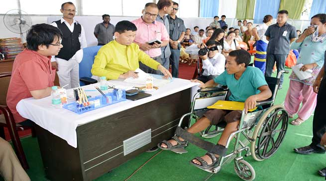 Fourth Janta Darbar- CM attends 300 visitors, another 300 waits