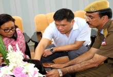 Photo of Khandu Briefed by GREF Official About Bomdila-Tawang Road