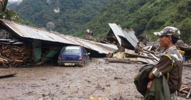 Massive Land Slide in Jang , 8 Houses Washed away