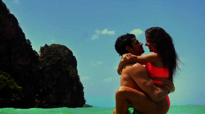 Baar Baar Dekho Trailer- Full of Kissing and Bikni Scenes