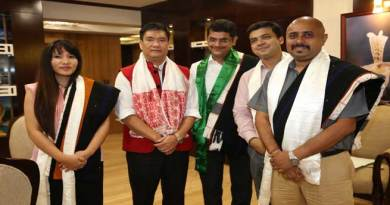 Khandu assured his Support to Vodafone for its Expansion in the State