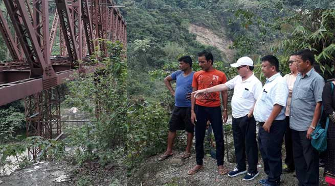 Rebia inspected the ongoing bridge construction at Komsaki village in Kimin