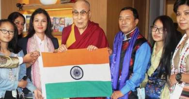 Dalai Lama blesses Anshu Jamsenpa for Everest Expedition