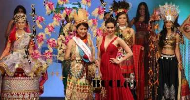 Licha Thosum wins 'Best National Costume Award'