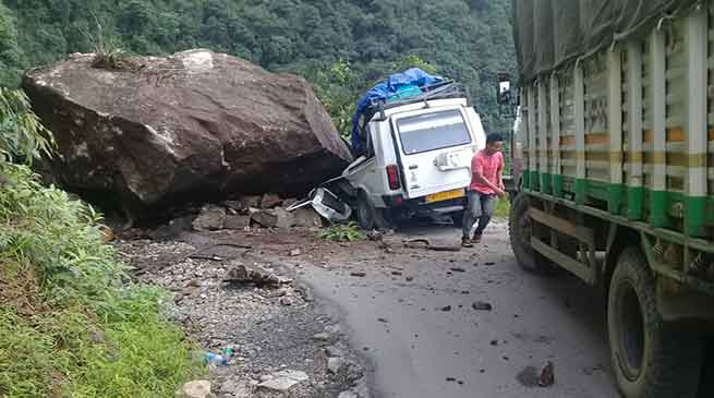 Boulder hit Tata Sumo in West Kameng- 7 Injured