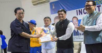 Khandu gives Cash Incentives to meritorious sports persons
