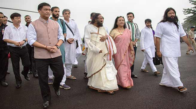 Itanagar- Khandu accorded warm welcome to Sri Sri Ravi Shankar
