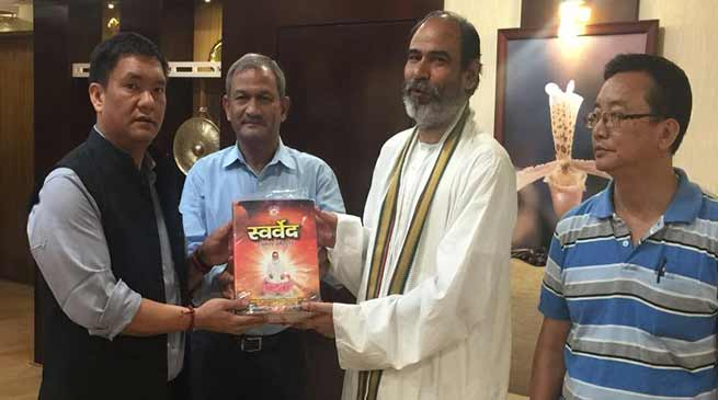 Delegation of Vihangam Yog sansthan meets CM, and Governor