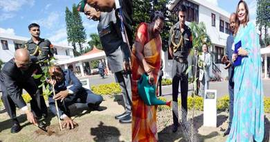 Itanagar- President, First Lady plant saplings in Raj Bhavan
