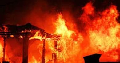 Itanagar- 16 Houses gutted in fire near minister bunglow at Niti Vihar