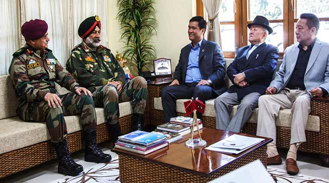 Arunachal : Khandu visits Rupa Div HQ of Army, Discussed various issues