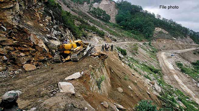 Arunachal:  Bhalukpong-Bomdila road closed due to landslide