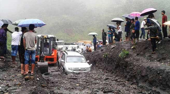 Arunachal: Massive land slide on Hoj-Potin road, traffic disrupted