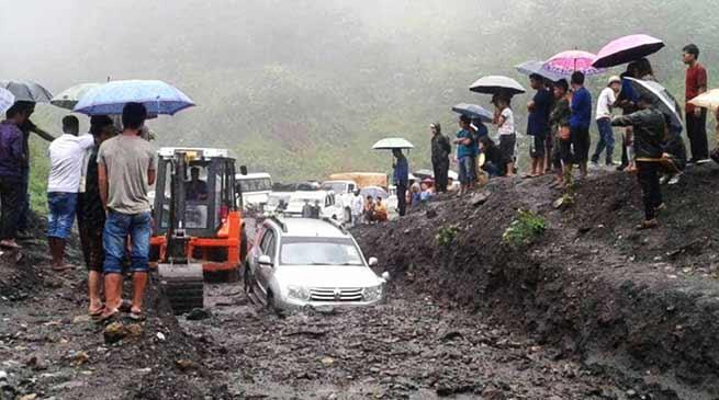 Arunachal:Massive land slide on Hoj-Potin road, traffic disrupted