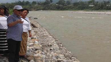 Photo of Arunachal: Nabam Rebia inspects embankment in Huto village