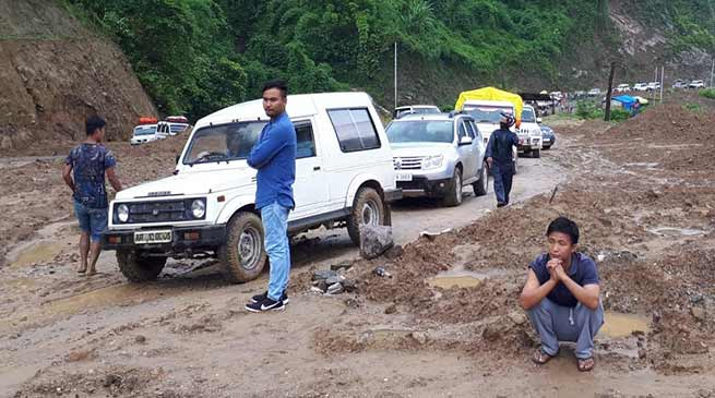 Arunachal: Hundreds stranded due to landslide on Hoj-Sagalee road