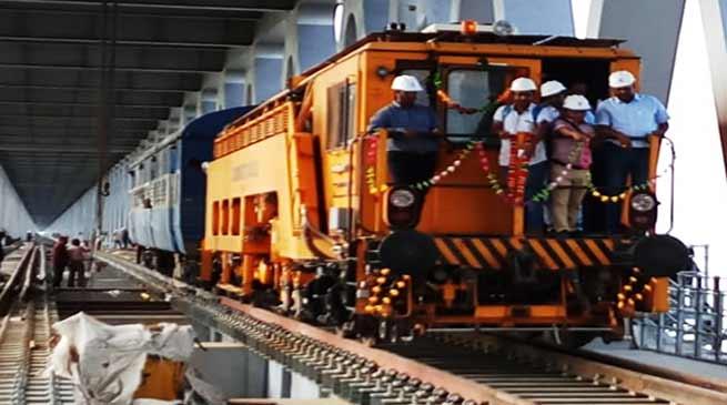 Arunachal: NF Railwayrun a trial engine on theBogibeel bridgeover the Brahmaputra