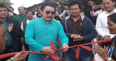 Arunachal:Saaya hands over public rostrum in Neelam village