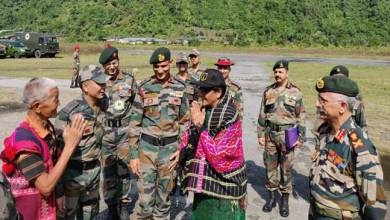 Photo of Union Defence Minister Nirmala Sitharaman visits Forward posts ALONG