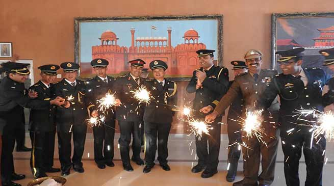 Arunachal: Indian and Chinese Army jointly celebrate Diwali at Bum-La