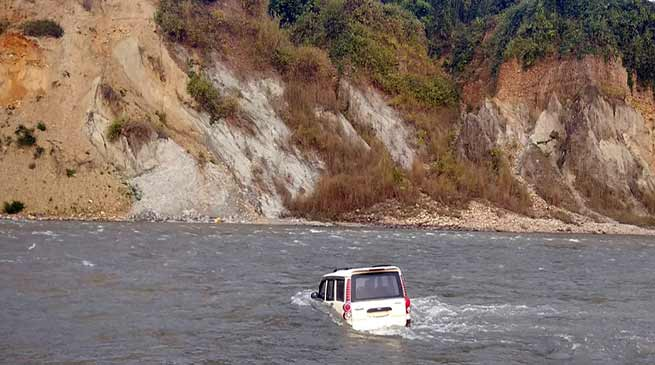 Arunachal:  School Bus, Scorpio swept away in Pare river